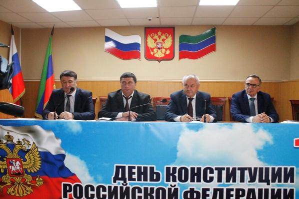 Торжественное собрание актива Хасавюртовского района посвятили Дню Конституции РФ
