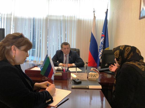Депутат республиканского парламента Рамазан Мирзоев рассмотрел обращения граждан в приемной «Единой России»